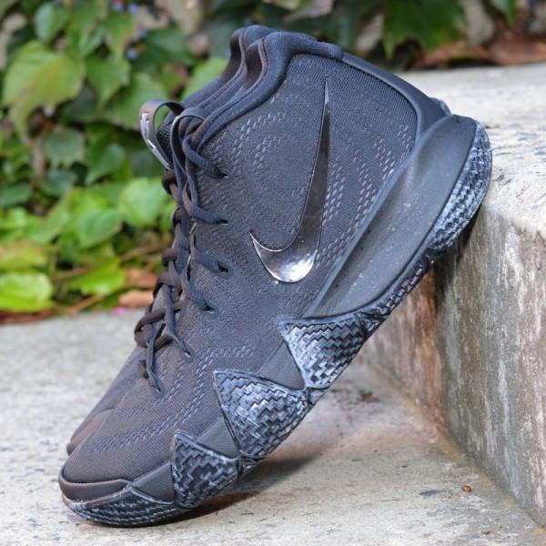 Basketbalové boty Nike Kyrie 4 Triple Black