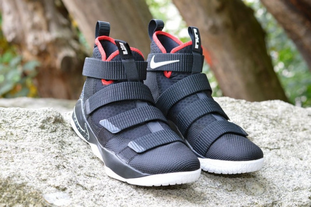 Basketbalové boty Nike LeBron Soldier XI Bred