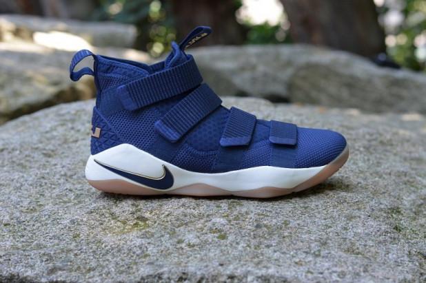 Basketbalové boty Nike LeBron Soldier XI Cavs