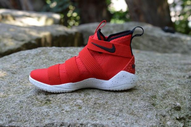 Basketbalové boty Nike LeBron Soldier XI University Red