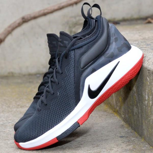 official photos ddc4a ecb1c Basketbalové boty Nike LeBron Witness II