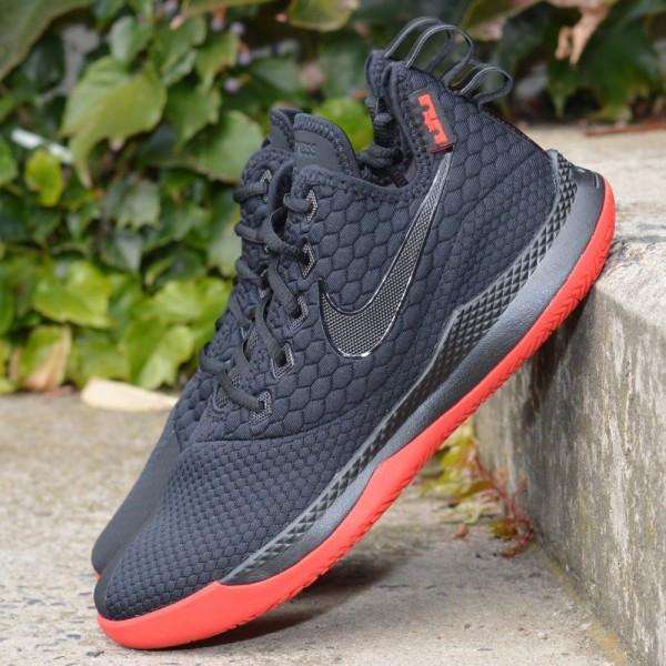 Basketbalové boty Nike LeBron Witness III