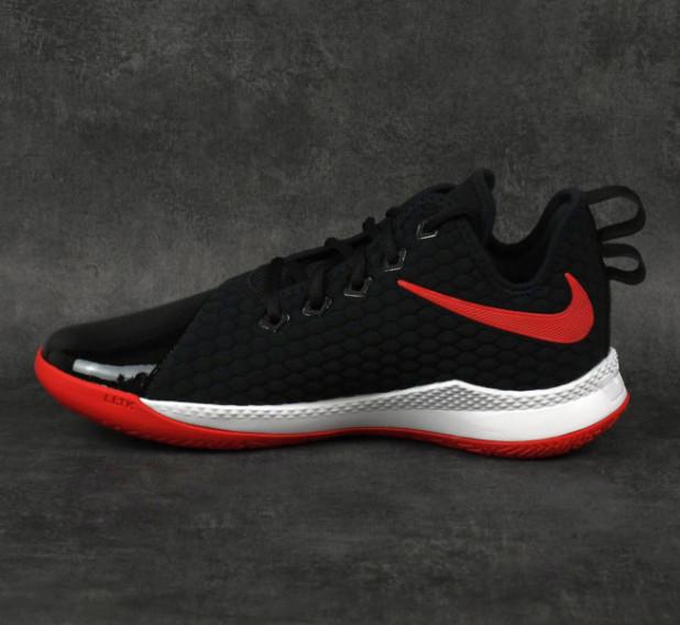 Basketbalové boty Nike LeBron Witness III PRM