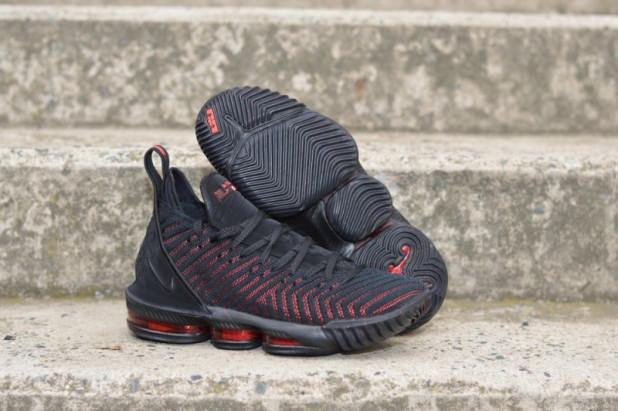Basketbalové boty Nike Lebron XVI Fresh Bred