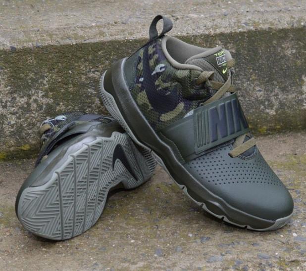 Dětské basketbalové boty Nike Hustle D8 GS CAMO  81fc7892af8